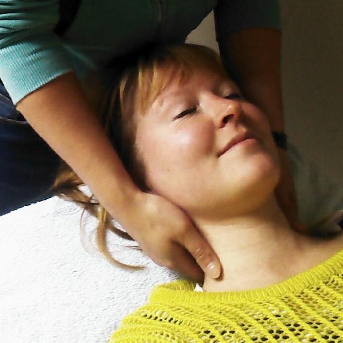 manuele facilitatie vocal massage keelpijn
